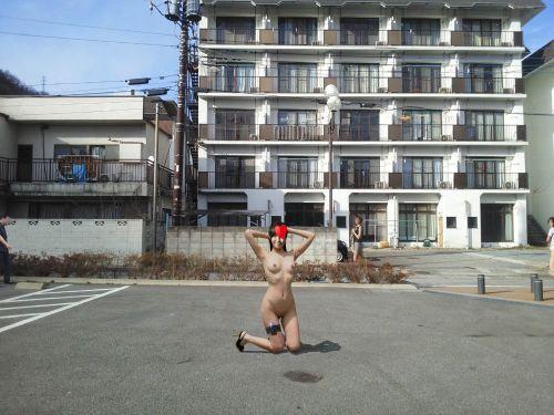 野外でも裸族な露出狂女達がおっぱいとオマンコを見せちゃうエロ画像 36枚 No.31