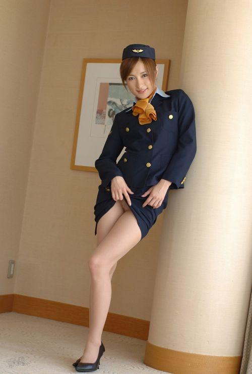 美人なCAさんが制服を着たままお尻やパンティを見せちゃうエロ画像 35枚 No.16
