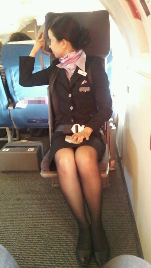 美人なCAさんが制服を着たままお尻やパンティを見せちゃうエロ画像 35枚 No.25