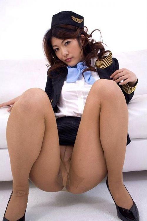 美人なCAさんが制服を着たままお尻やパンティを見せちゃうエロ画像 35枚 No.27