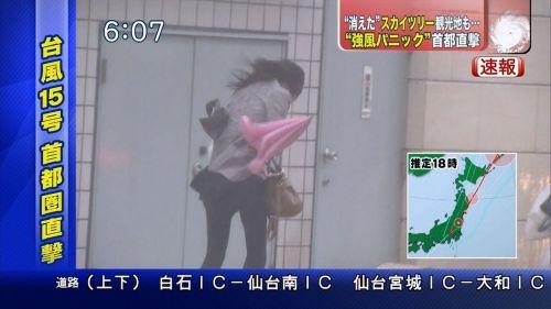 【画像】台風中継でびしょ濡れギャルや女子アナパンチラが丸見えだわwww 31枚 No.2