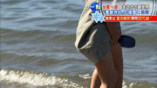 【画像】台風中継でびしょ濡れギャルや女子アナパンチラが丸見えだわwww 31枚 No.7