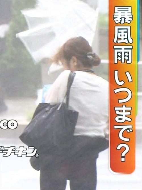 【画像】台風中継でびしょ濡れギャルや女子アナパンチラが丸見えだわwww 31枚 No.11