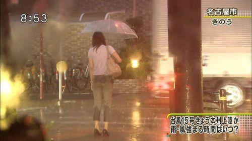 【画像】台風中継でびしょ濡れギャルや女子アナパンチラが丸見えだわwww 31枚 No.12
