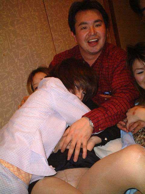 【画像】社員旅行で旅館に呼んだピンクコンパニオンとエロい事するの楽しすぎwww 31枚 No.16