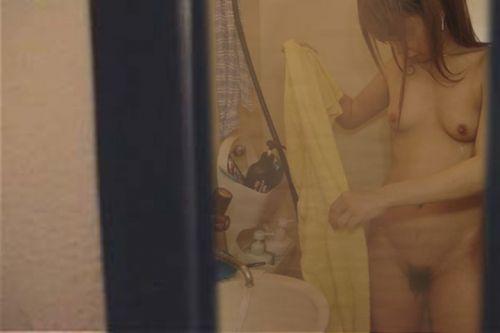 【画像】妹や姉が風呂上がりの着替えをコッソリ隠し撮りしたったwww 33枚 No.23