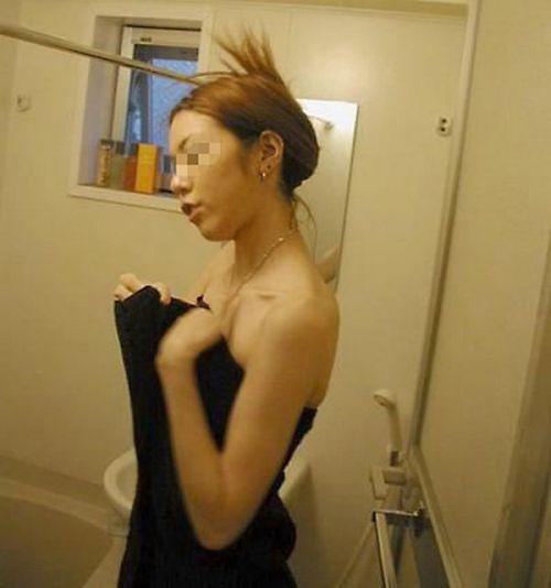 【画像】妹や姉が風呂上がりの着替えをコッソリ隠し撮りしたったwww 33枚 No.26