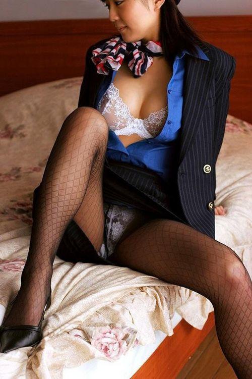 【画像】ストッキングを履いた客室乗務員(CA)の淫らな姿にフル勃起www 33枚 No.29