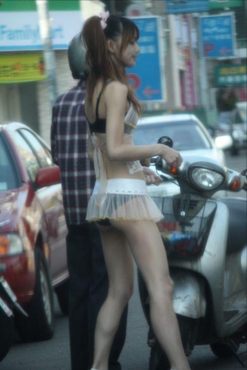 【台湾】エロい衣装を着たビンロウ売り少女のお尻を盗撮したエロ画像 44枚 No.3
