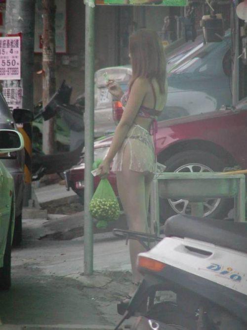 【台湾】エロい衣装を着たビンロウ売り少女のお尻を盗撮したエロ画像 44枚 No.6