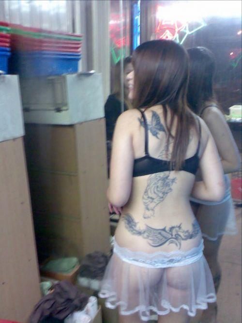 【台湾】エロい衣装を着たビンロウ売り少女のお尻を盗撮したエロ画像 44枚 No.24