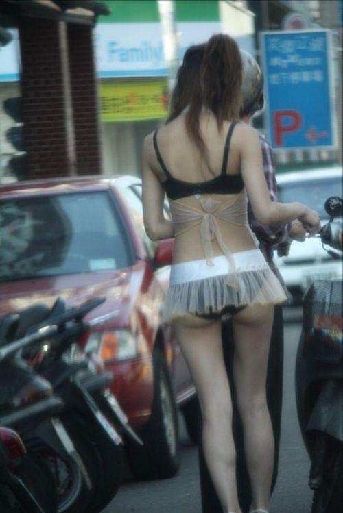 【台湾】エロい衣装を着たビンロウ売り少女のお尻を盗撮したエロ画像 44枚 No.25
