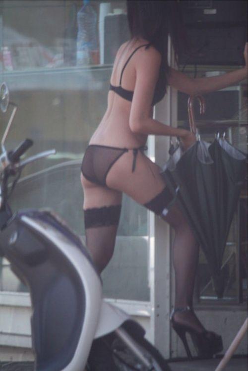 【台湾】エロい衣装を着たビンロウ売り少女のお尻を盗撮したエロ画像 44枚 No.26
