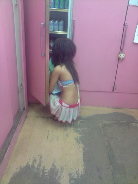 【台湾】エロい衣装を着たビンロウ売り少女のお尻を盗撮したエロ画像 44枚 No.34
