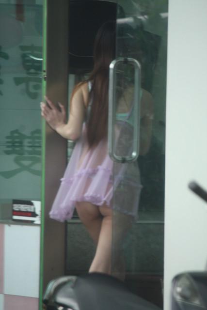 【台湾】エロい衣装を着たビンロウ売り少女のお尻を盗撮したエロ画像 44枚 No.41