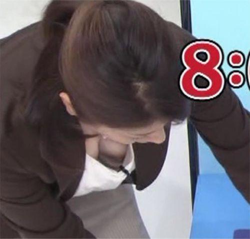 胸の谷間全開な美人芸能人達のお宝ハプニングエロ画像 31枚 No.7