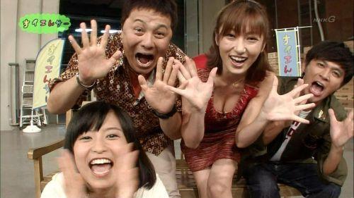 胸の谷間全開な美人芸能人達のお宝ハプニングエロ画像 31枚 No.15