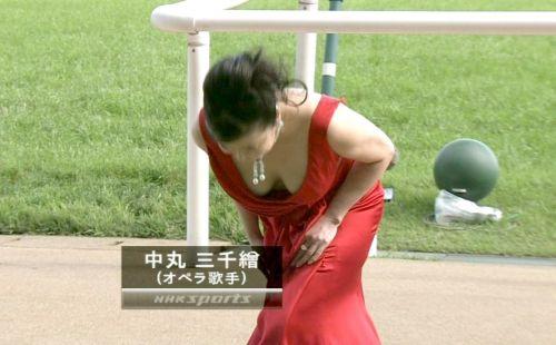 胸の谷間全開な美人芸能人達のお宝ハプニングエロ画像 31枚 No.31