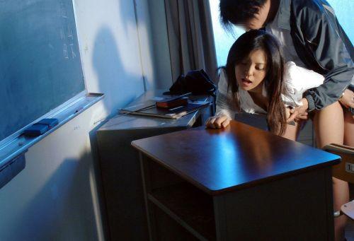 女教師が教室の中でスーツを着て激しくセックスしちゃうエロ画像 33枚 No.24