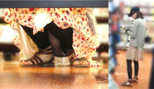 【画像】ビデオ店の棚下から素人ギャルのパンチラ盗撮した結果www 35枚 No.9