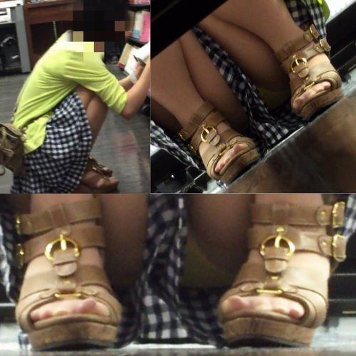 【画像】ビデオ店の棚下から素人ギャルのパンチラ盗撮した結果www 35枚 No.14