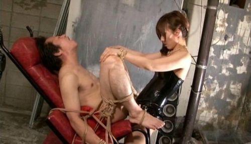 ドS痴女がペニバンを付けてドM男子のアナルにぶち込むエロ画像 40枚 No.27