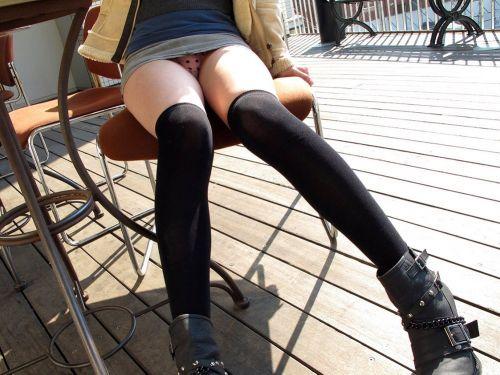 椅子に座った女の子のムチムチな太ももがエロい絶対領域のエロ画像 32枚 No.1