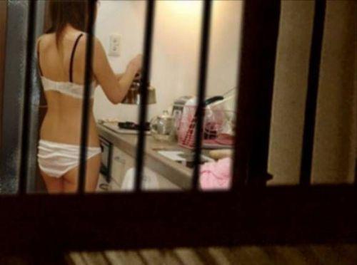 【民家盗撮画像】姉や妹が下着でガサツにくつろぐ姿エロ過ぎwww 37枚 No.26