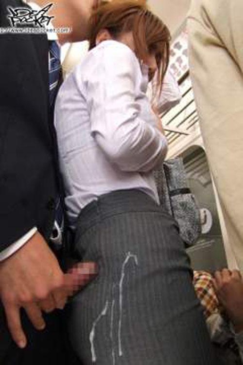 【画像】女の子のスカートやホットパンツにザーメンぶっかけた結果www 42枚 No.15