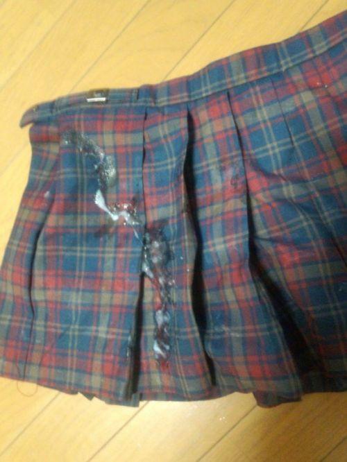 【画像】女の子のスカートやホットパンツにザーメンぶっかけた結果www 42枚 No.19