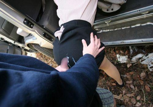 【画像】女の子のスカートやホットパンツにザーメンぶっかけた結果www 42枚 No.25