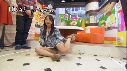 テレビで芸能人がリアクションで一瞬見えたお宝パンチラ画像集 34枚 No.24