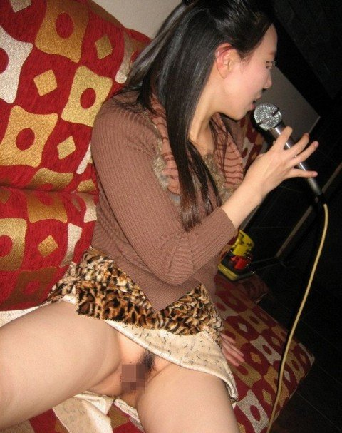 【エロ画像】酔ったら脱いじゃう系お姉さんのカラオケ露出風景wwww 37枚 No.7