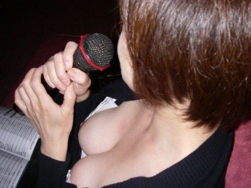 【エロ画像】酔ったら脱いじゃう系お姉さんのカラオケ露出風景wwww 37枚 No.9