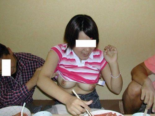 【エロ画像】酔ったら脱いじゃう系お姉さんのカラオケ露出風景wwww 37枚 No.12