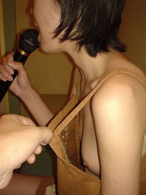 【エロ画像】酔ったら脱いじゃう系お姉さんのカラオケ露出風景wwww 37枚 No.32