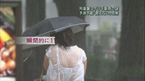 【画像】TV中継でJK達のずぶ濡れなスケブラやパンチラが映った件 37枚 No.5
