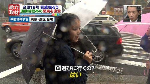 【画像】TV中継でJK達のずぶ濡れなスケブラやパンチラが映った件 37枚 No.6