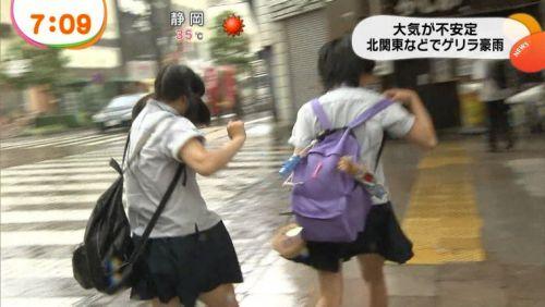 【画像】TV中継でJK達のずぶ濡れなスケブラやパンチラが映った件 37枚 No.7