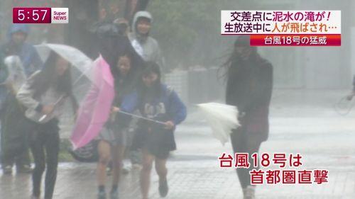 【画像】TV中継でJK達のずぶ濡れなスケブラやパンチラが映った件 37枚 No.8