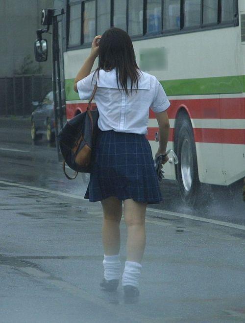 【画像】TV中継でJK達のずぶ濡れなスケブラやパンチラが映った件 37枚 No.9