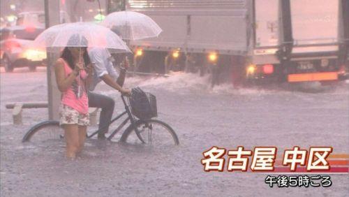 【画像】TV中継でJK達のずぶ濡れなスケブラやパンチラが映った件 37枚 No.14