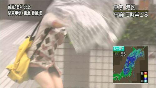 【画像】TV中継でJK達のずぶ濡れなスケブラやパンチラが映った件 37枚 No.19