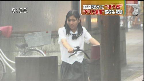 【画像】TV中継でJK達のずぶ濡れなスケブラやパンチラが映った件 37枚 No.24