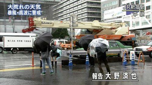【画像】TV中継でJK達のずぶ濡れなスケブラやパンチラが映った件 37枚 No.28