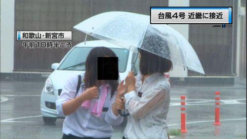 【画像】TV中継でJK達のずぶ濡れなスケブラやパンチラが映った件 37枚 No.29