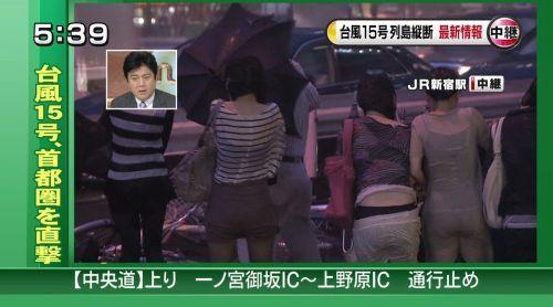 【画像】TV中継でJK達のずぶ濡れなスケブラやパンチラが映った件 37枚 No.31