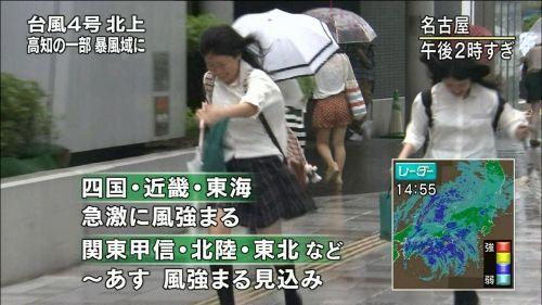 【画像】TV中継でJK達のずぶ濡れなスケブラやパンチラが映った件 37枚 No.37