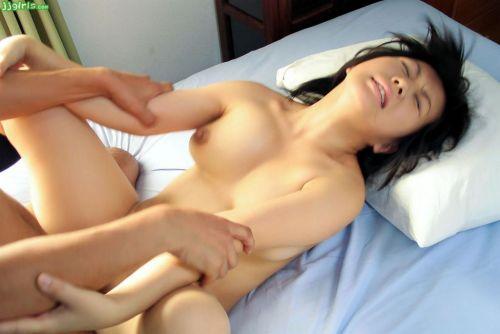 巨乳が揺れる興奮で一瞬でイっちゃう正常位セックスのエロ画像 31枚 No.24