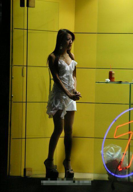 【画像】台湾でビンロウを路上販売するギャル達の衣装がエロ過ぎるwww 43枚 No.4